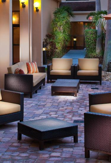 Patio seating at a the Courtyard by Marriott Melbourne West